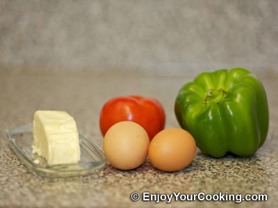 Eggs Fried with Tomato in Bell Pepper Ring Recipe: Step 1