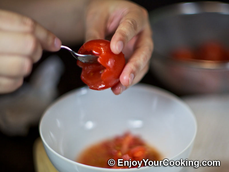 http://www.enjoyyourcooking.com/wp-content/uploads/2011/07/stuffed-tomatoes-fresh-cheese-step2f.jpg