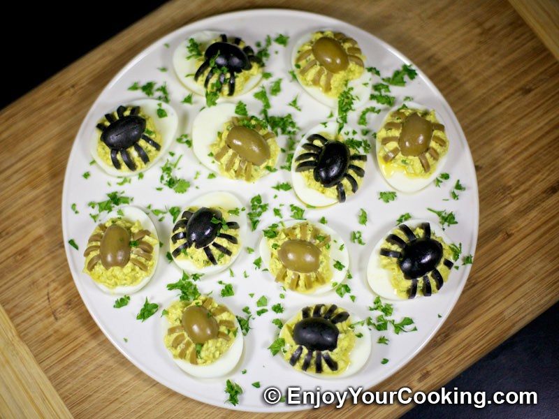 Halloween spider decoration for deviled eggs recipe my homemade food recipes tips - Deco snack ...