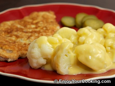 Boiled Cauliflower with White Sauce
