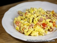 Scrambled Eggs with Ham and Tomatoes Recipe