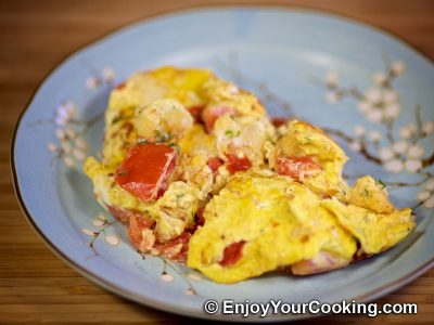 Cauliflower Fried with Eggs and Tomatoes